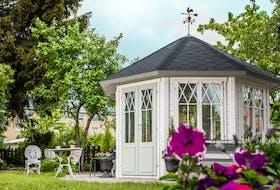 Gartenpavillon Angela mit 7 Fenstern